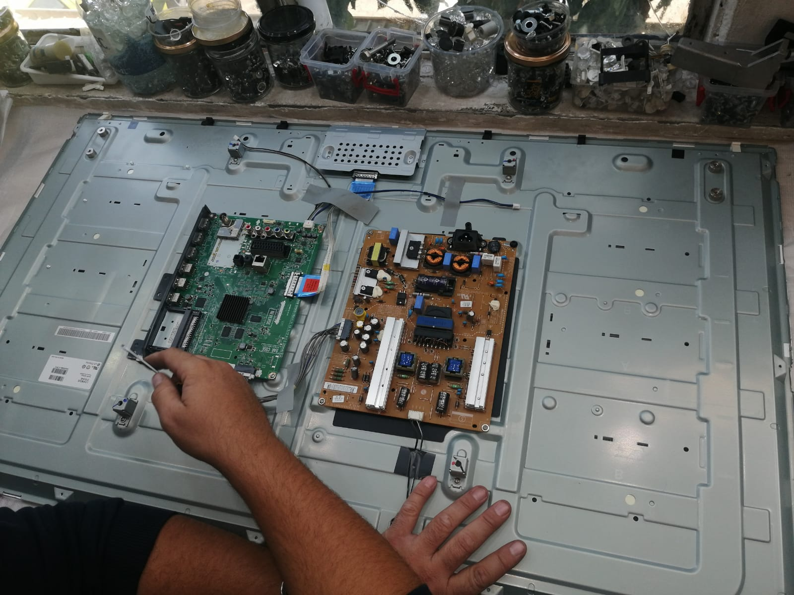 Reparatii tv LED